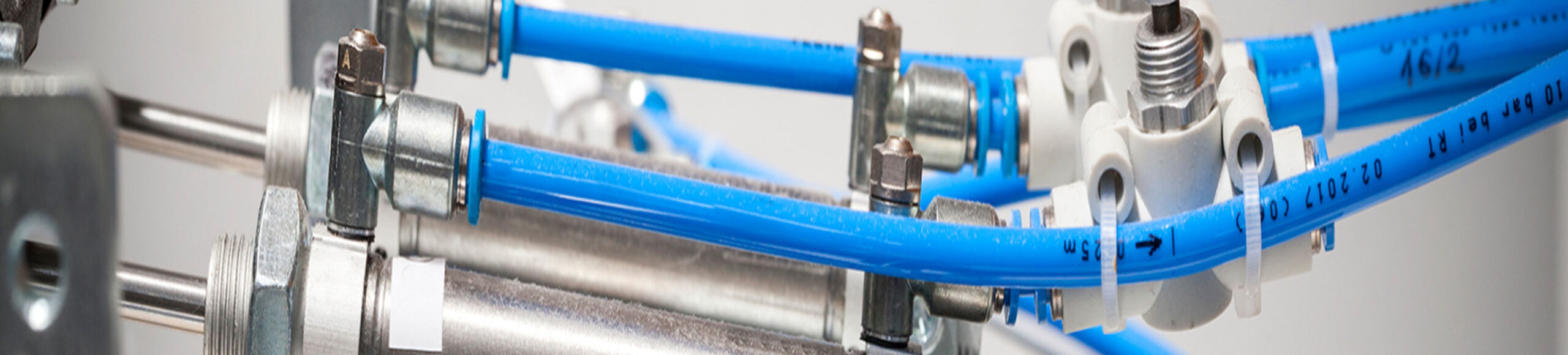 Dunlop Hiflex har produkter för Pneumatik såsom ventiler, cylindrar, regulatorer, kopplingar och slangar.